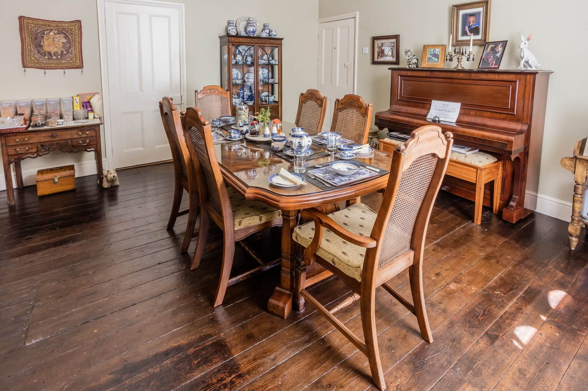 Dining room in Redhouse Farm Bed & Breakfast near Lincoln