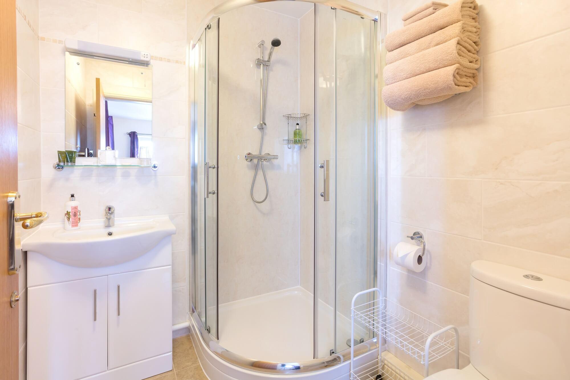 Suite 2 ensuite shower room Redhouse Farm Bed & Breakfast, Lincolnshire