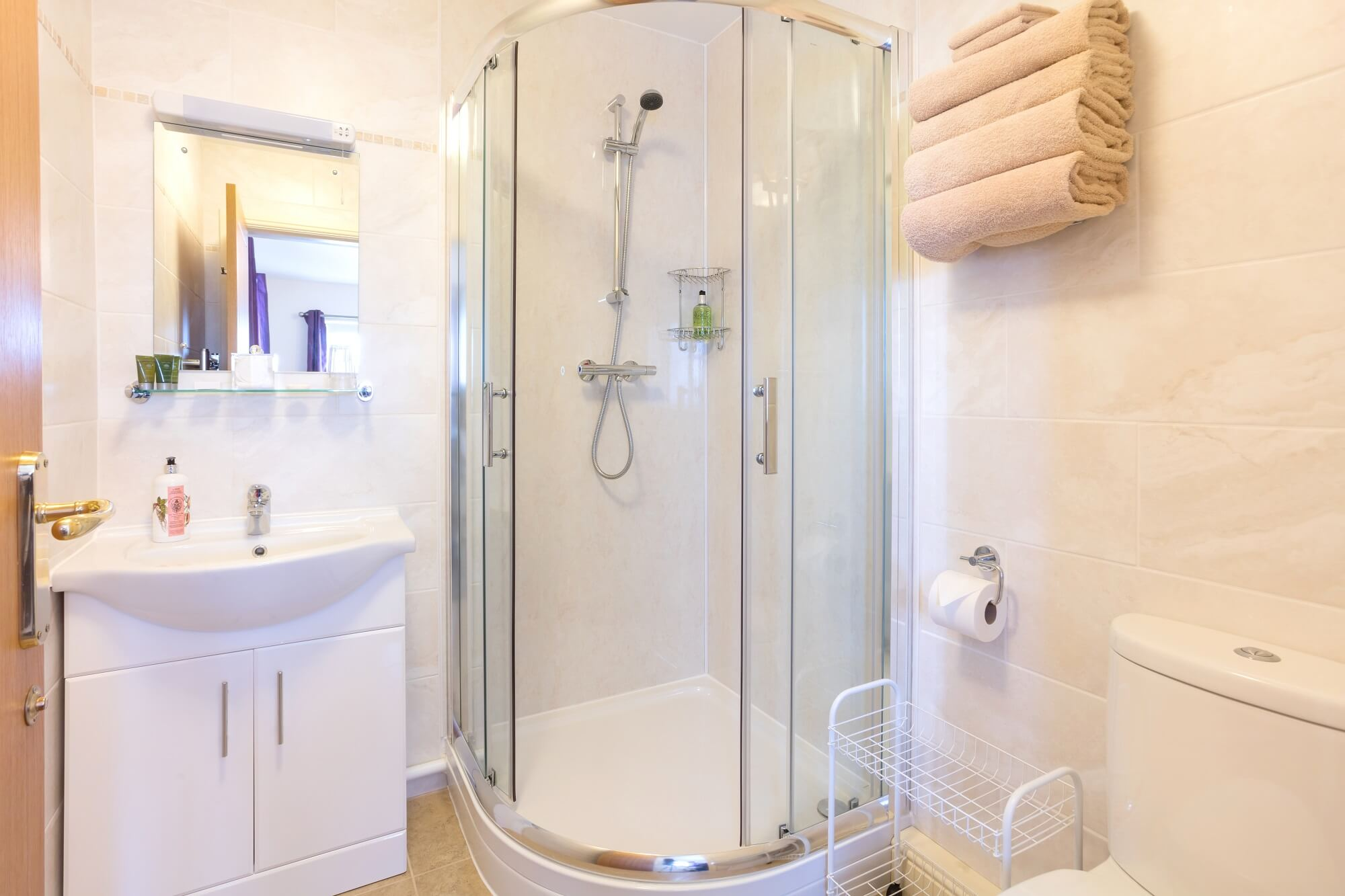 En suite shower room in Suite 2, a room in Redhouse Farm Bed & Breakfast, Lincolnshire