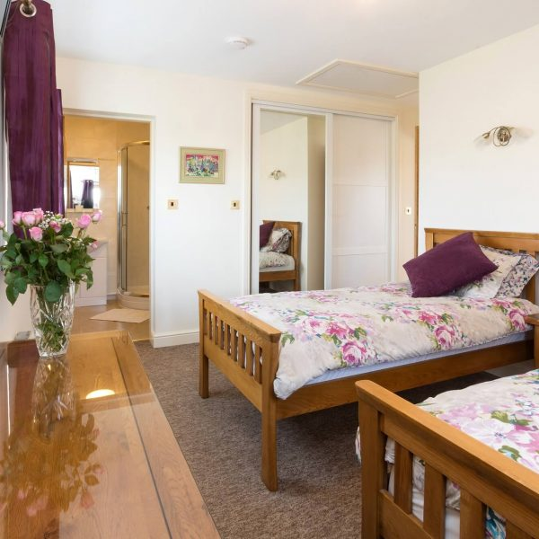 Suite 2 twin bedroom Redhouse Farm Bed & Breakfast near Lincoln